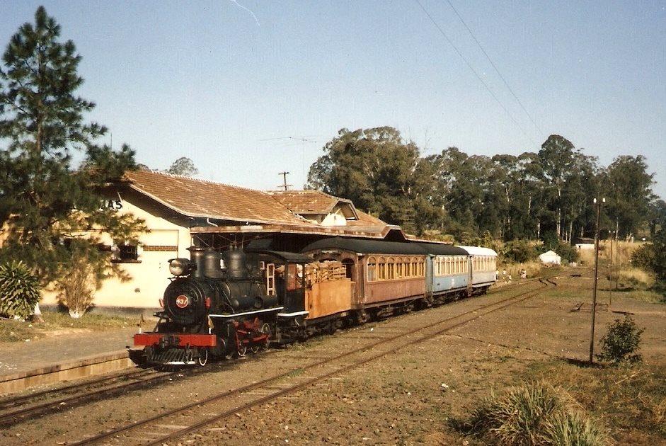1os trens de passageiro na estação de Anhumas