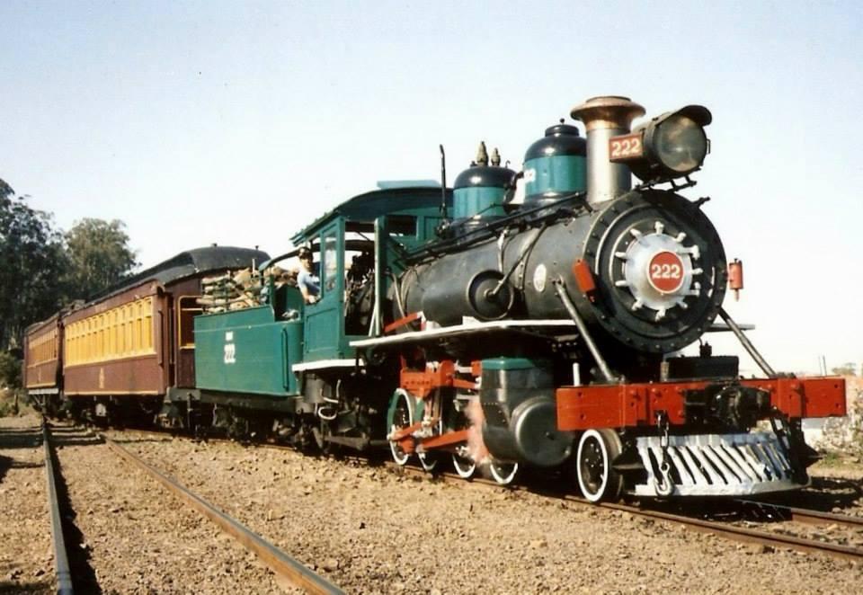 Trem de passageiro na estação de Anhumas