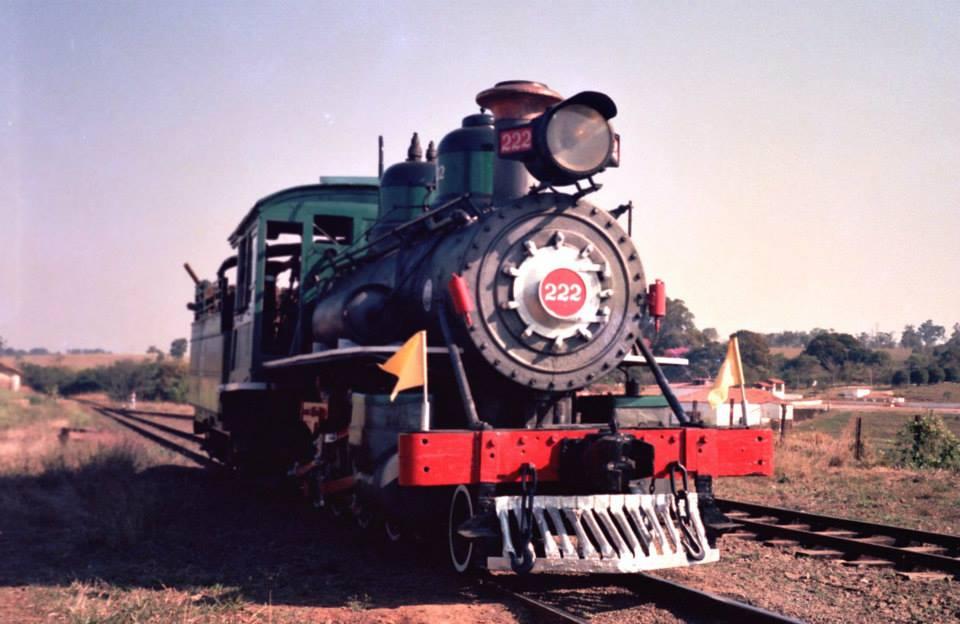 Locomotiva 222 restaurada na estação de Tanquinho